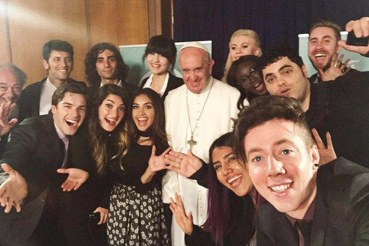 Le pape François apprécie les youtubeuses beauté