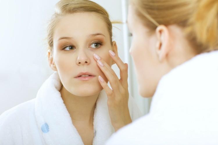 Taches brunes : astuces maquillage pour camoufler les taches brunes