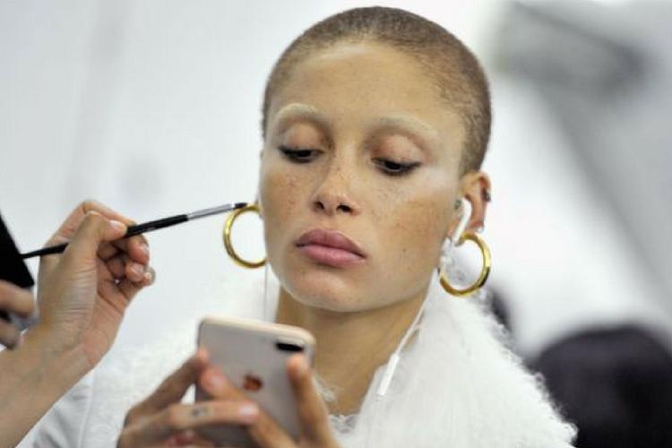 Adwoa Aboah: qui est la nouvelle égérie de Marc Jacobs Beauty?