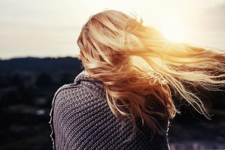 Balayage blond : cendré, californien, miel, lequel choisir ?