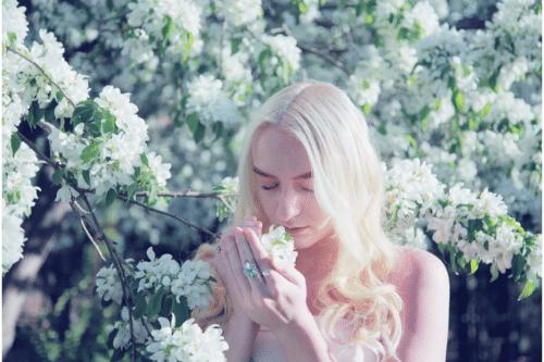 Faut-il rester fidèle à un parfum ou succomber à la nouveauté ?