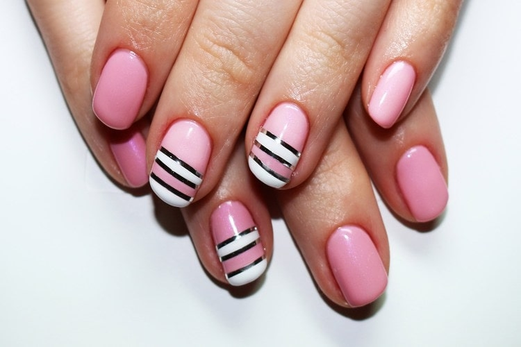 Nail art : Comment utiliser le striping tape ?