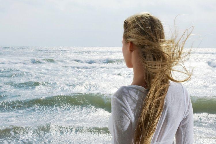 L'eau de mer abîme-t-elle les cheveux ?
