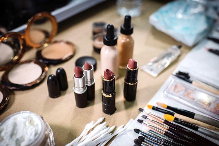 Un tour dans les backstages du défilé Donna Karan NY Fashion Week 2015
