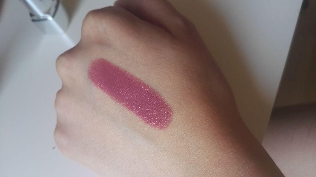 Swatch Moisture Reniew Lipstick, Rimmel london