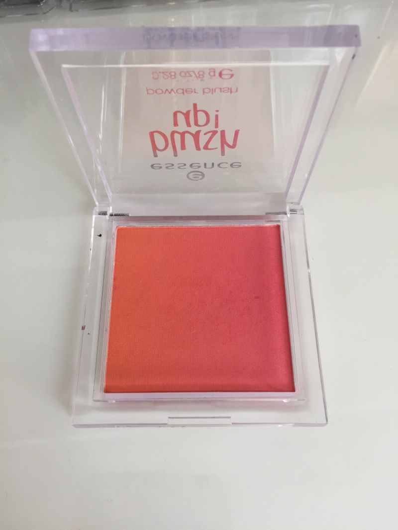 Swatch Blush Up, Essence