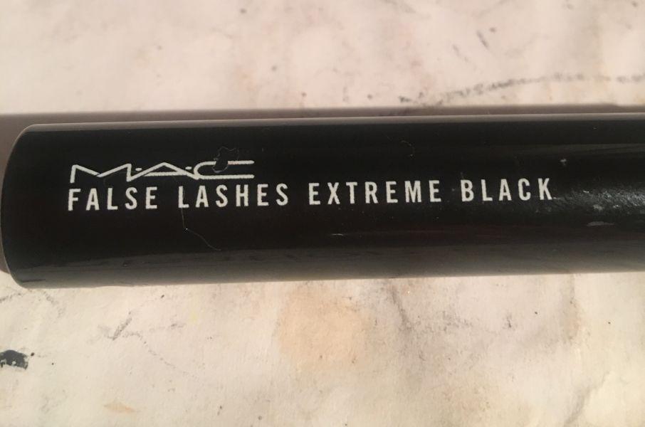 Swatch Mascara False Lashes Extreme Black de Mac, Mac