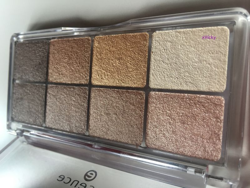 Swatch All About Eyeshadow Palette, Essence