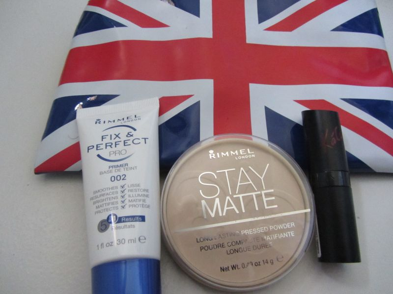 Swatch Stay Matte Poudre compacte Matifiante, Rimmel London