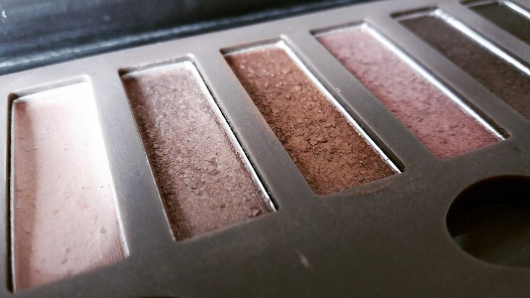 Swatch Eyeshadow Absolute Nudes, Max & More
