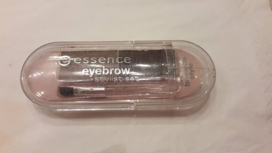 Swatch Eyebrow Stylist Set, Essence