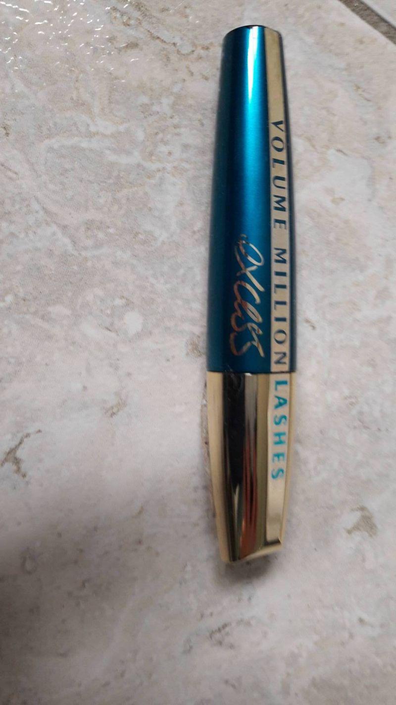 Swatch Volume million lashes excess, L'Oréal Paris