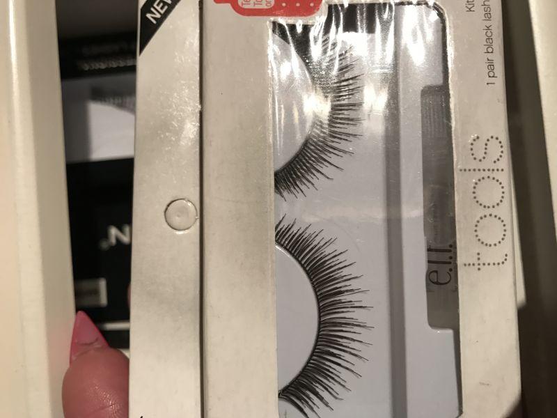 Swatch Faux cils naturels, Eyeslipsface