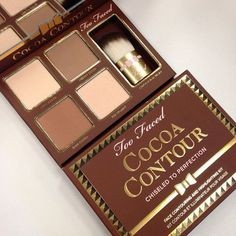Swatch Cocoa Contour Chiseled to Perfection, Too Faced