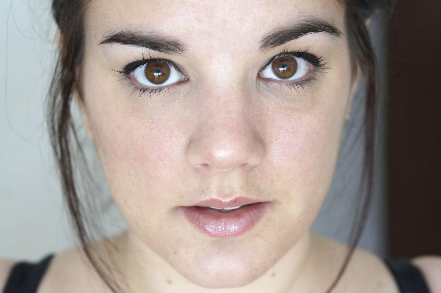 Swatch Dandelion Lip Gloss, Benefit Cosmetics