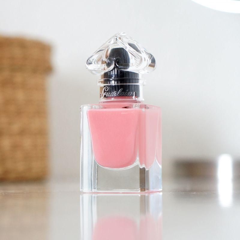 Swatch La Petite Robe Noire - Le Vernis Délicieusement Brillant, Guerlain