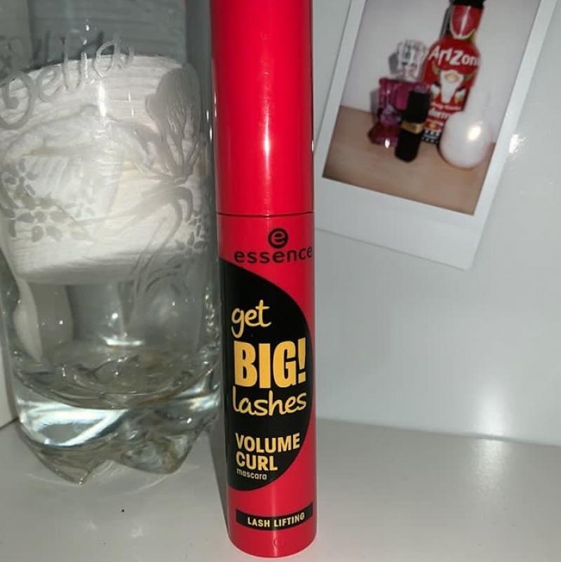 Swatch Get BIG! lashes volume curl mascara, Essence
