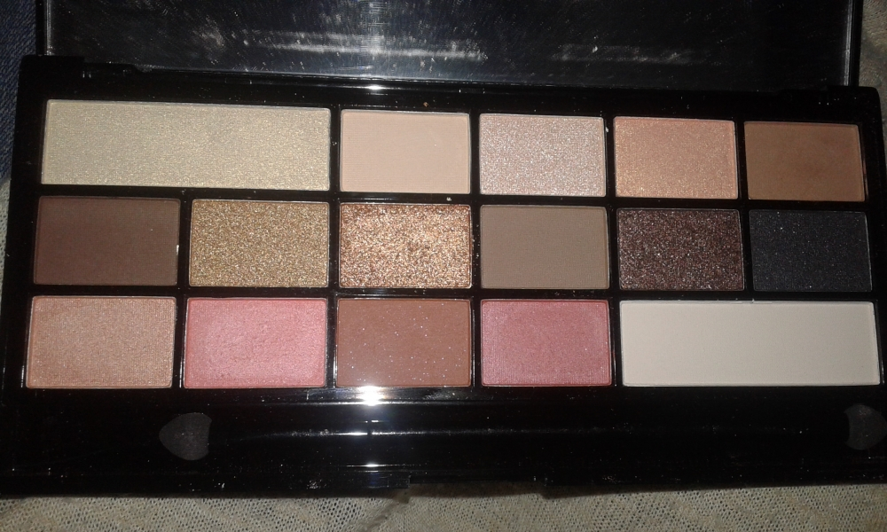 Swatch Chocolate vice, Makeup Revolution