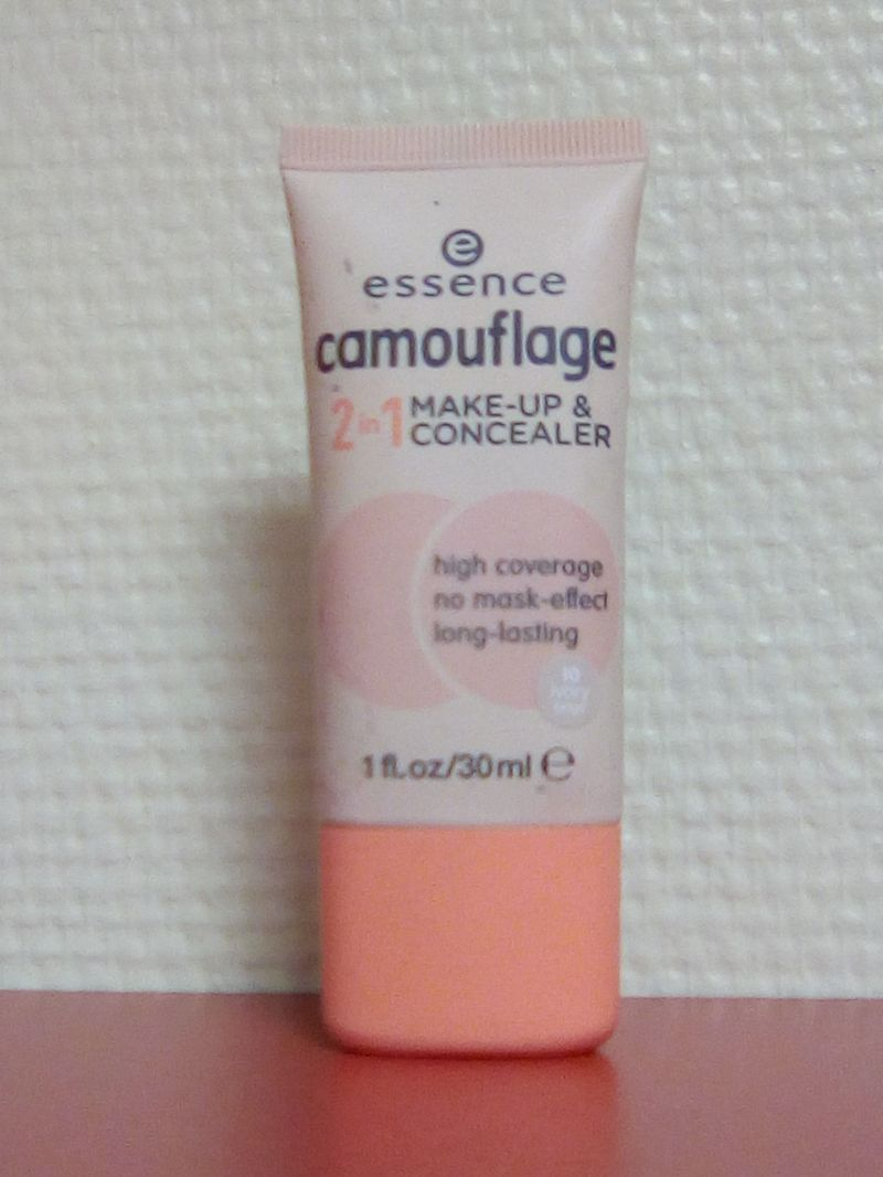 Swatch Camouflage Makeup and Concealer, Essence