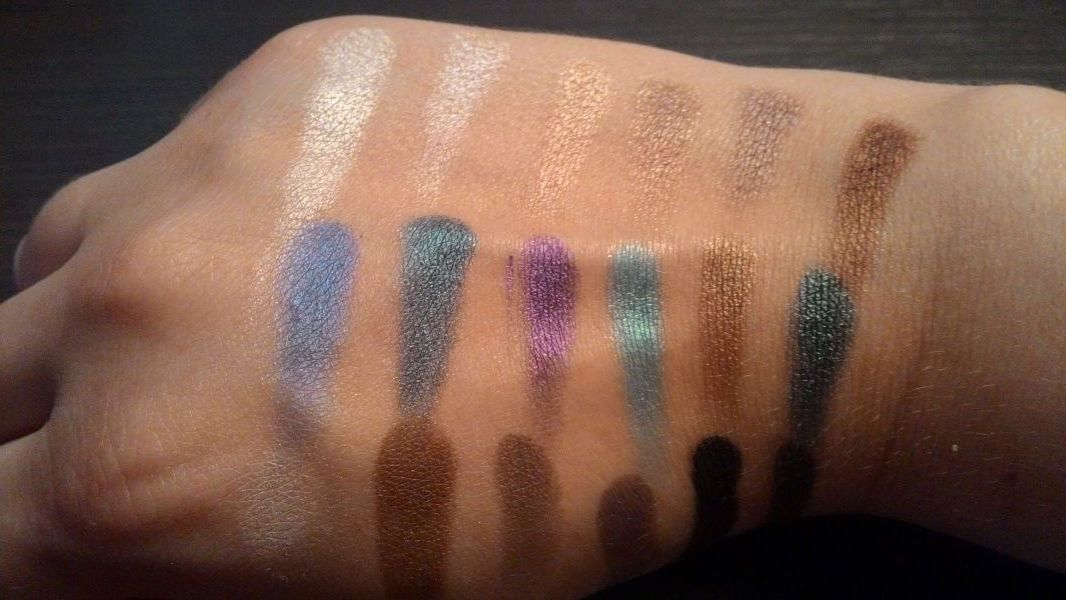 Swatch Salvation Palette Welcome to the Pleasuredome, Makeup Revolution