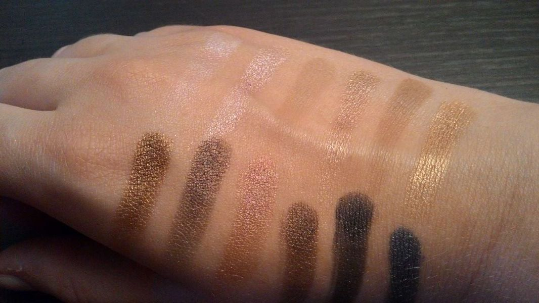 Swatch Iconic 1, Makeup Revolution