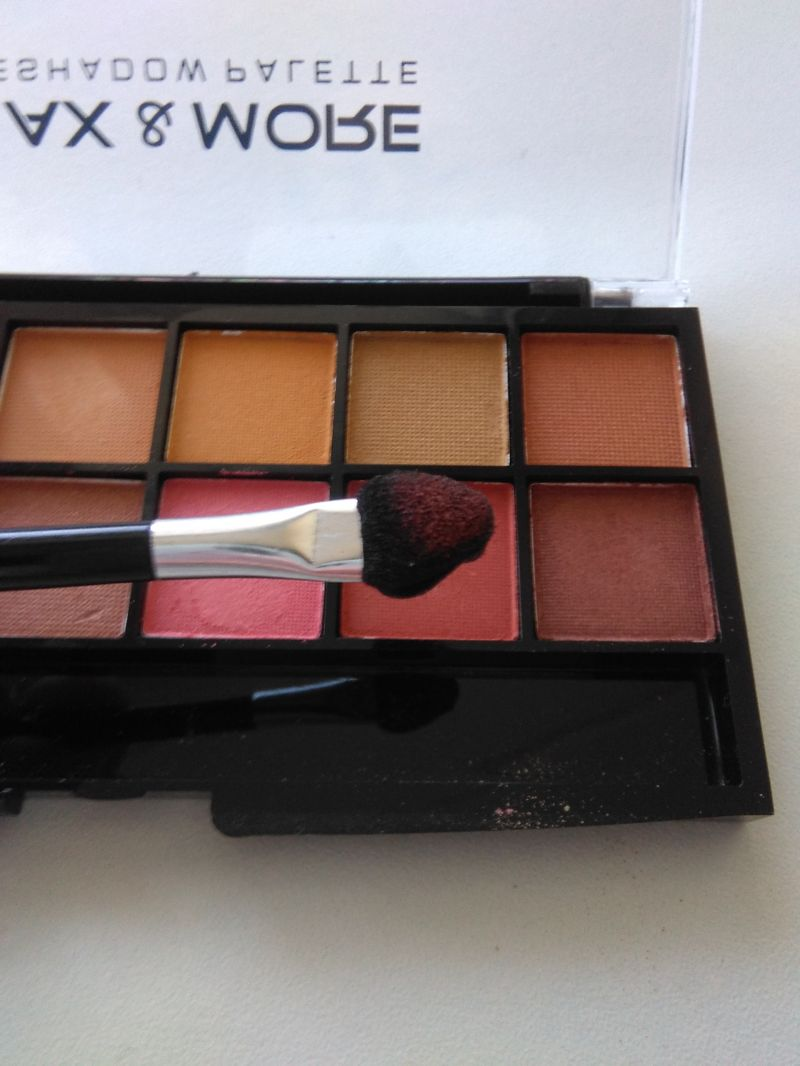 Swatch Eyebrow powderr, Max & More