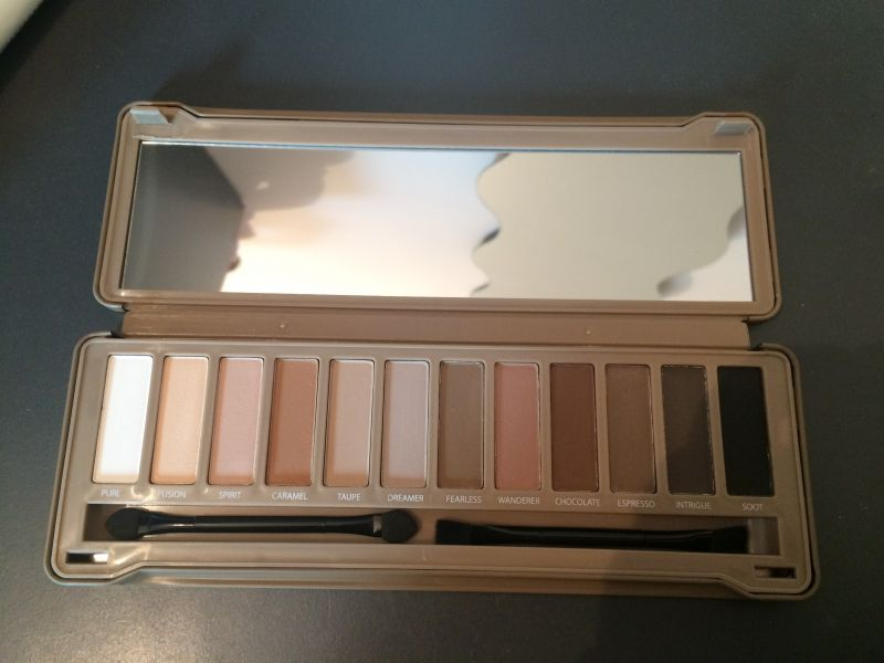 Swatch Palette 12 Fards Nude Mat Finish, BYS