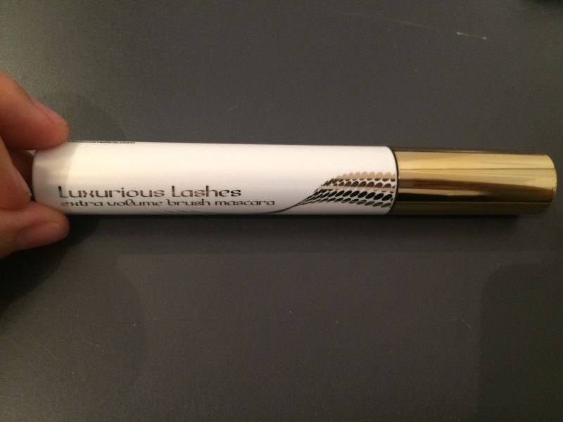 Swatch Luxurious Lashes Extra Volume Brush Mascara, Kiko