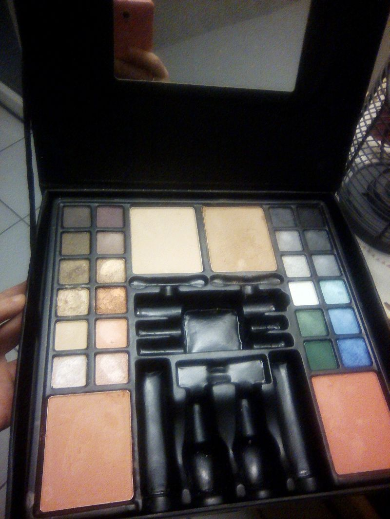 Swatch Palette maquillage, Max & More