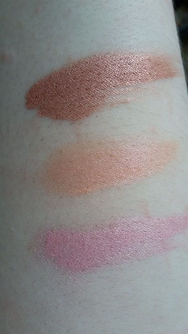 Swatch Mineral Blush, Lily Lolo