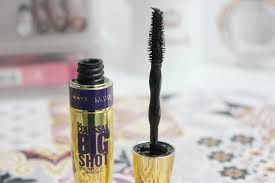 Swatch Mascara Colossal Volum'Express, Maybelline New York