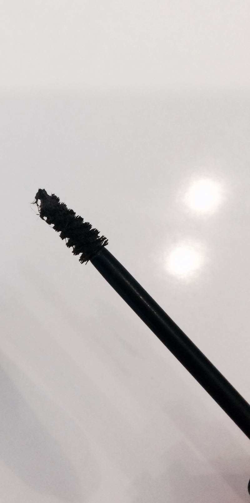 Swatch Gimme brow - Le mascara pour sourcils, Benefit Cosmetics