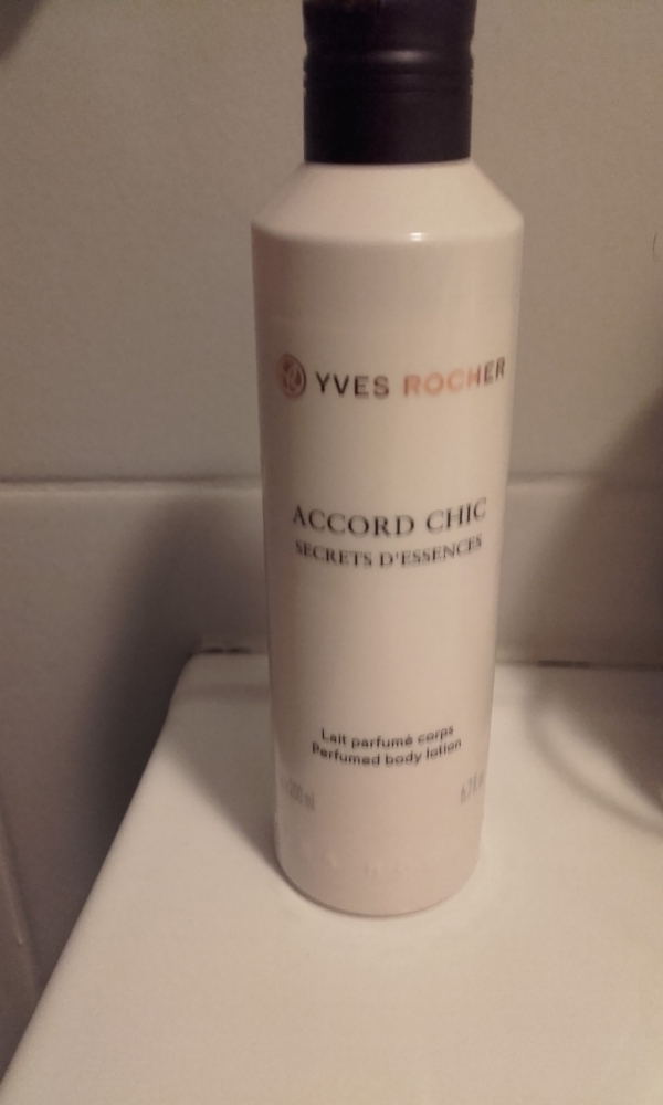 Swatch Lait Parfumé Accord Chic, Yves Rocher