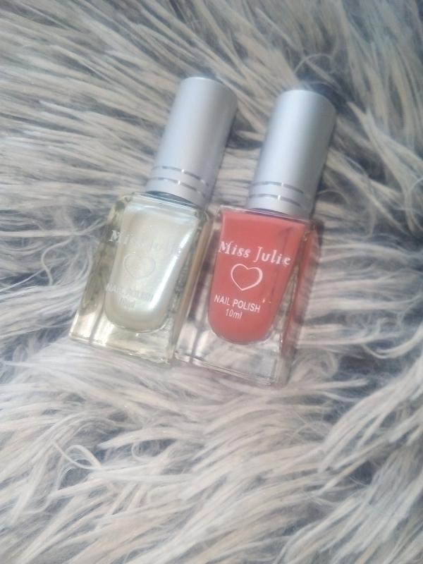 Swatch Nail polish, Miss Julie