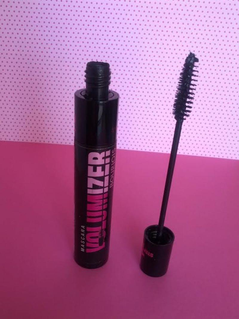 Swatch Mascara Volumizer Ultra Black, Bourjois