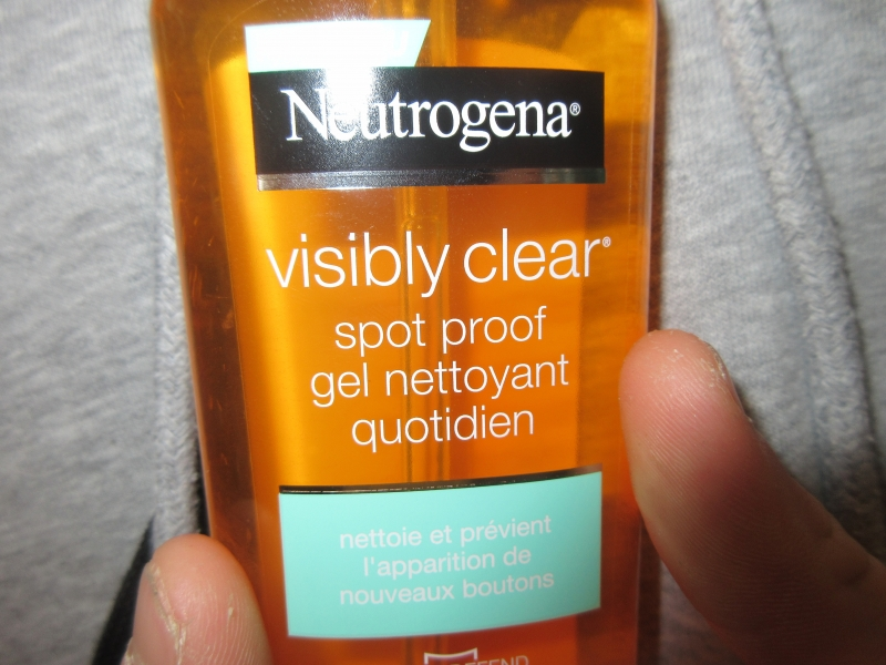 Swatch Visibily clear / spot proof gel nettoyant quotidien, Neutrogena