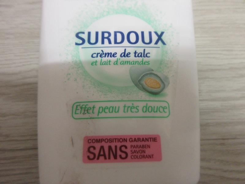 Swatch Surdoux crème de talc et lait d'amande, Cadum