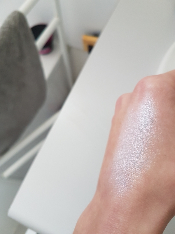 Swatch DUO CHROMATIC ILLUMINATING POWDER, NYX