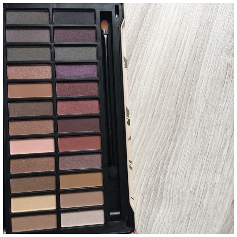 Swatch Naked Nude eyeshadows, IDC Color Makeup