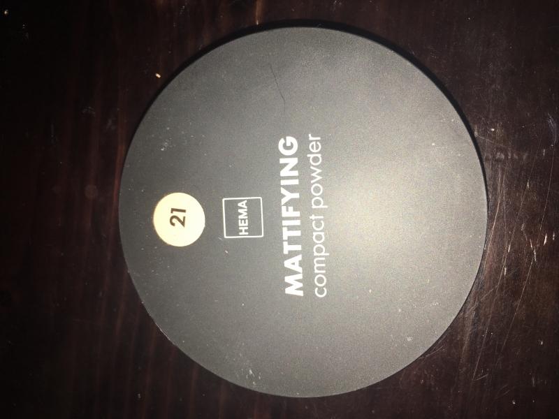 Swatch Mattifying compact powder, Hema