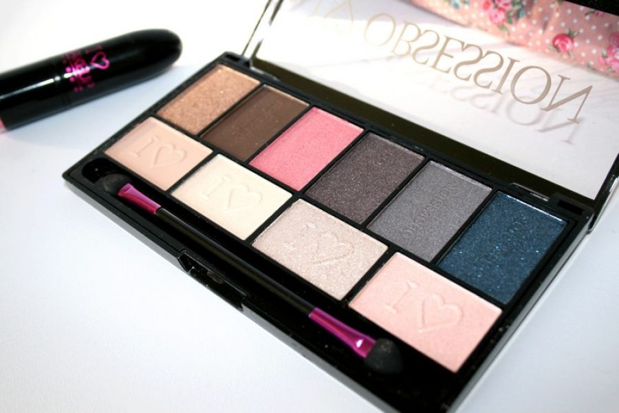 Swatch I Love Obsession Palette Paris, Makeup Revolution
