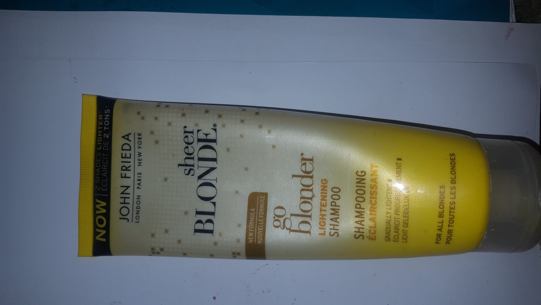Swatch Shampoing éclaircissant Go Blonder Sheer Blonde, John Frieda