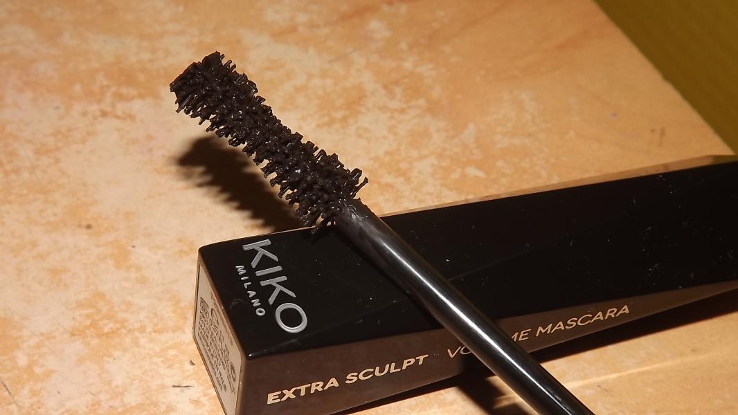 Swatch Mascara volumateur - Extra Sculpt Volume Mascara, Kiko