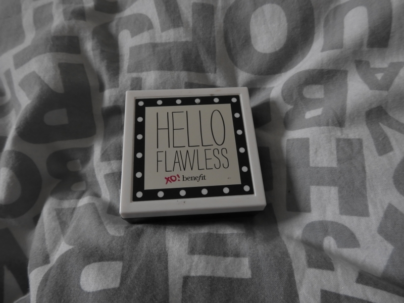 Swatch Hello Flawless Fond de Teint Compact, Benefit Cosmetics