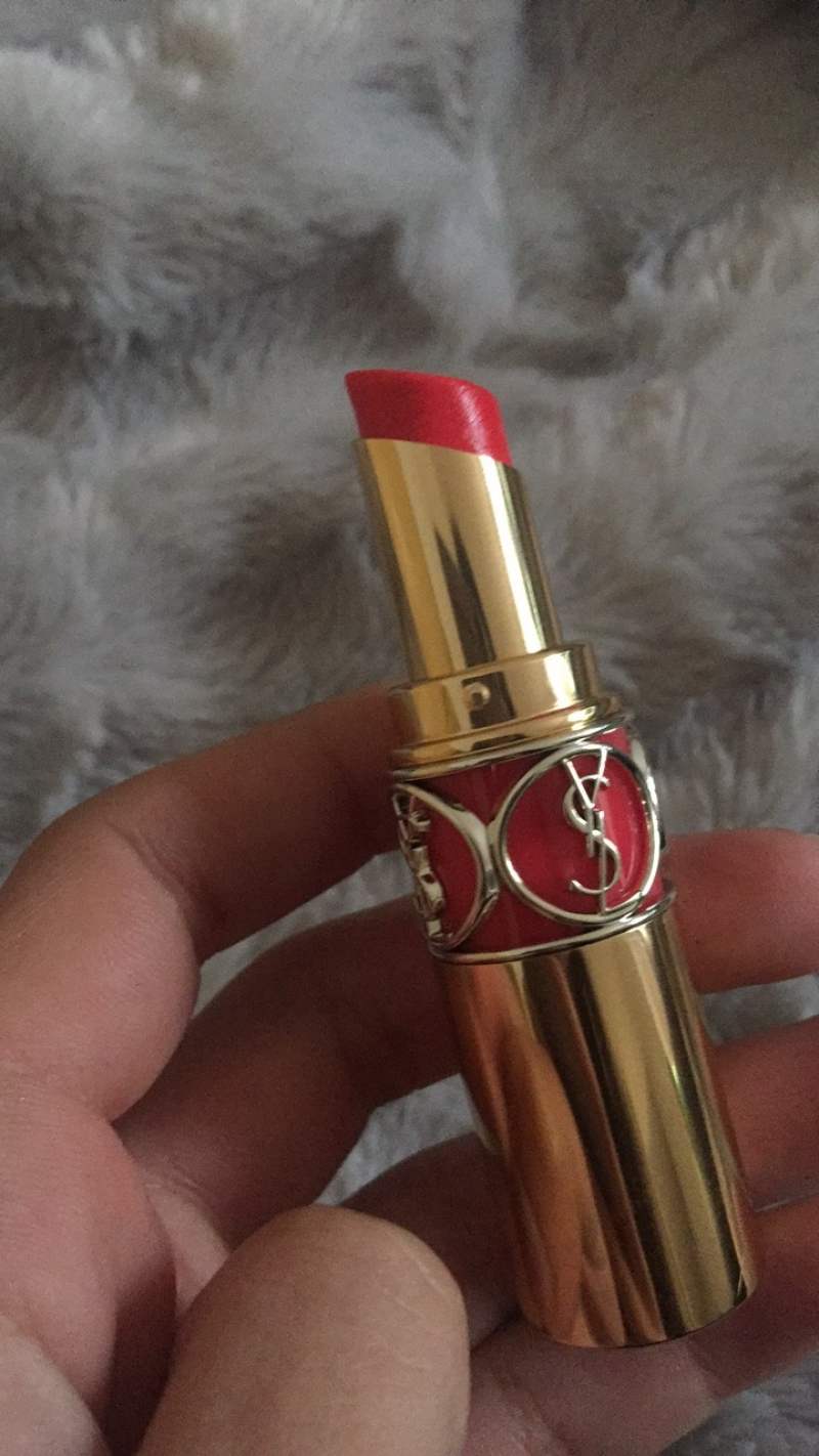 Swatch Rouge Volupté Shine, Yves Saint Laurent