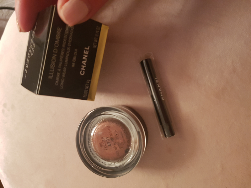 Swatch Illusion d'Ombre - Ombre à Paupières Iridescente, Chanel