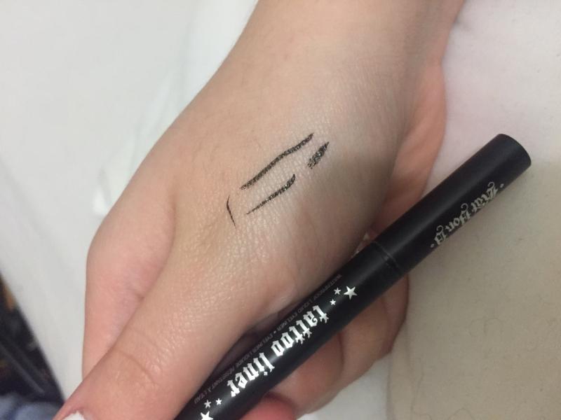 Swatch Tattoo Liner - Eyeliner liquide, Kat Von D