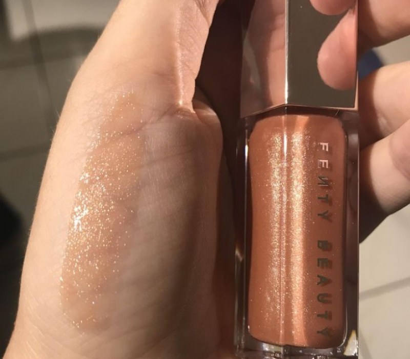 Swatch Gloss Bomb Universal Lip Luminizer - Enlumineur à Lèvres Universel, Fenty Beauty by Rihanna