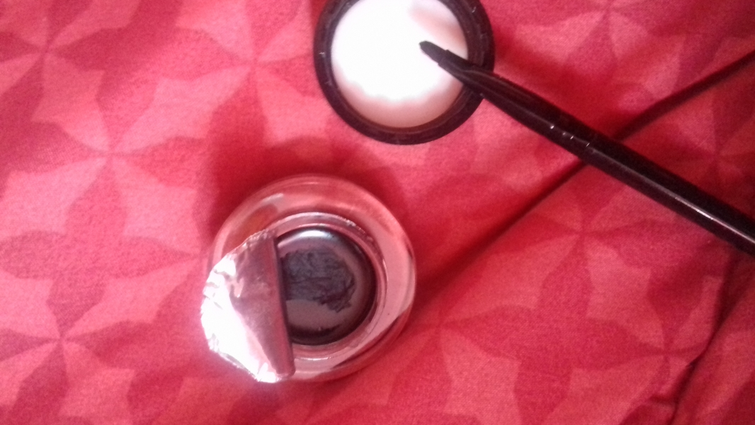 Swatch Eyeliner gel, Max & More