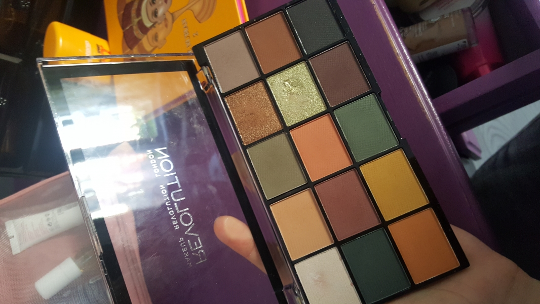 Swatch Reloaded Iconic Division Palette, Makeup Revolution
